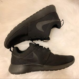Womens Nike Roshe Shoes Black